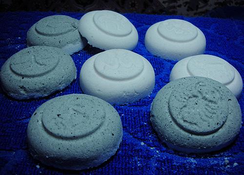 бомбочки для ванной с голубой глиной и эфирами