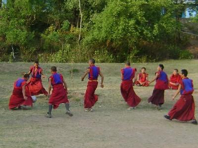 футбол рядом с монастырем