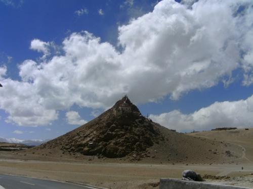 Монастырь с пещерой Падмасамбхавы