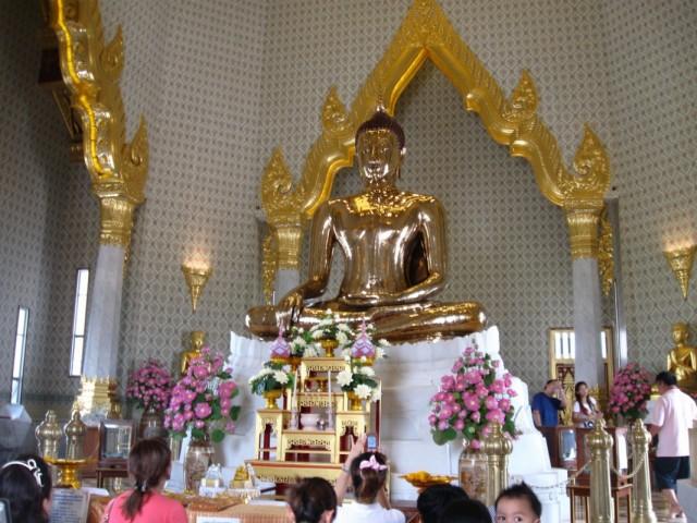 Будда. Пять тонн чистого золота.
