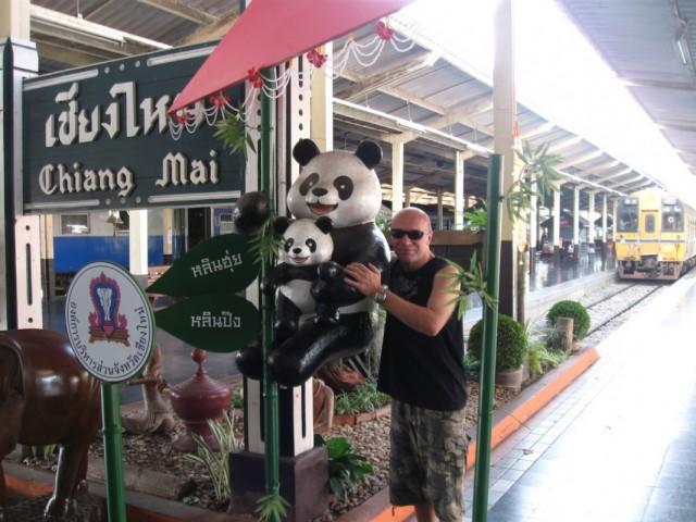 Мир, труд, май -- здравствуй город Чианг Май.