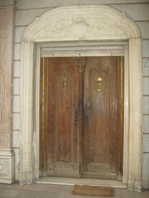 дверь куда-то