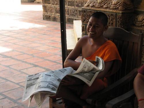 И монахи читают газеты...