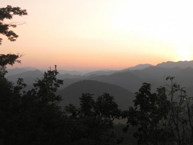 Дымчатый закат Мэ Хонг Сона