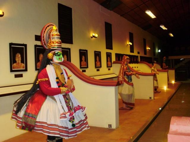 Музей где можно изучить мудры (язык жестов катакали) и костюмы