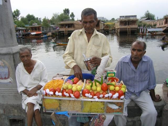 Продавцы на набережной