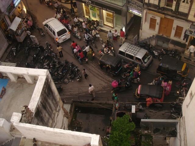 Вот вид с крыши ресторана на местные пробки