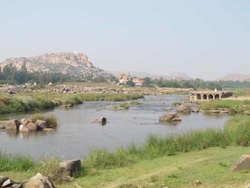 Река и храм