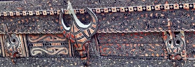 Традиционный орнамент батакского дома-корабля