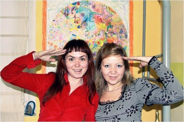 Алена и Ариша, капитанши Желтой Подводной Лодки поздравляют Индостан.ру с днем рождения!