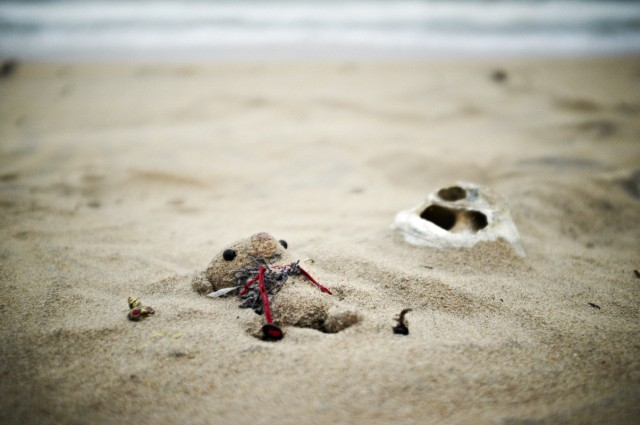 домик кенгуру-рыбаков занесло наступающими дюнами