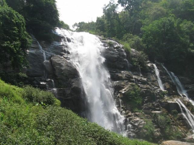 Внушающий водопад