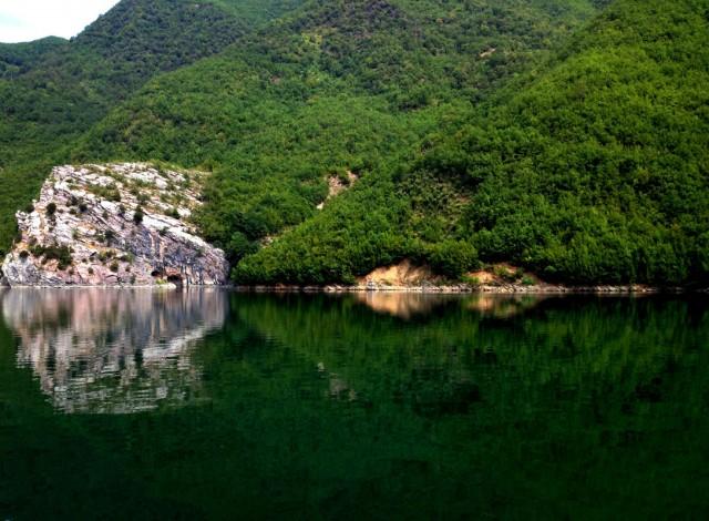 Komani Lake 09