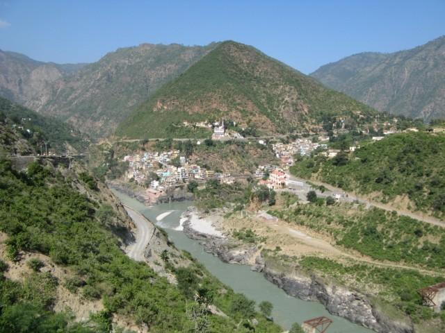 Девпраяг. Сливающиеся реки Алакнанда и Бхагирати, географическое начало Ганги