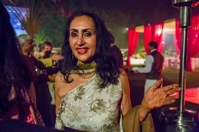 diwali party 5 - Этой даме за 60, и она в обычной жизни такая модница! Носит короткие платья и красные колготки :) Она потрясающая!