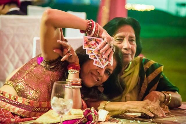 diwali party 9 - А это хозяйка, ей тоже уже глубоко за 60, и она офигенная!