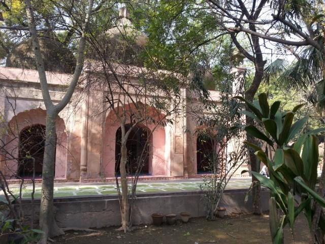 действующая мечеть в Кутуб Минаре