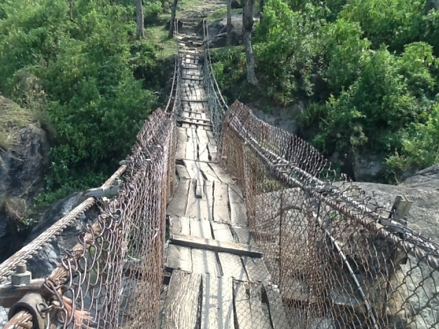 и трухлявый мостик