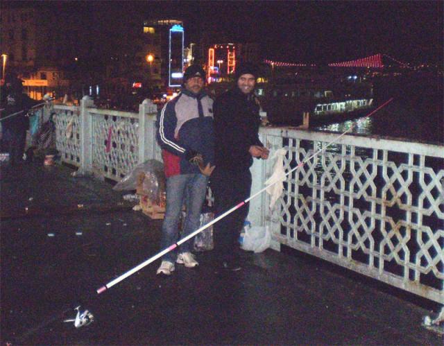 Ночные рыбаки на Галатском мосту