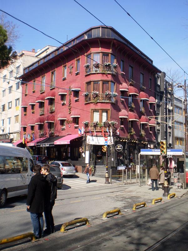 симпатичная гостиница по дороге в Сиркеджи