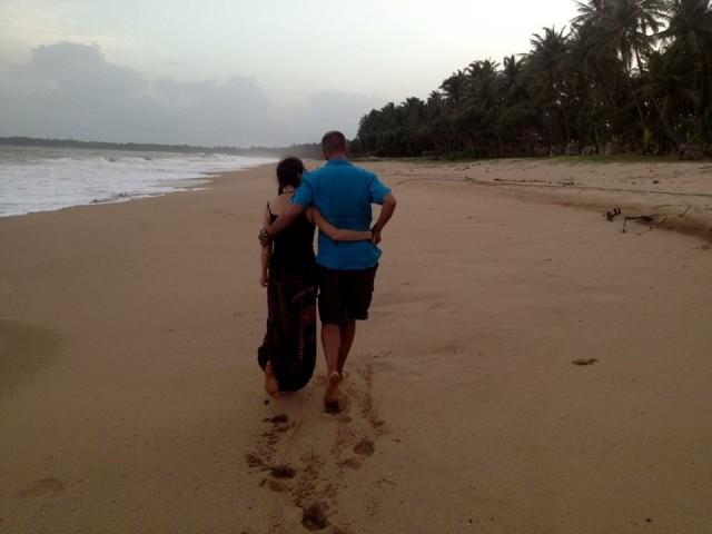 и безлюдный пляж