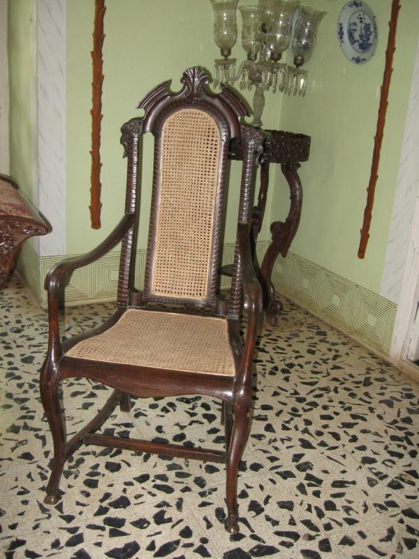 стариный стул