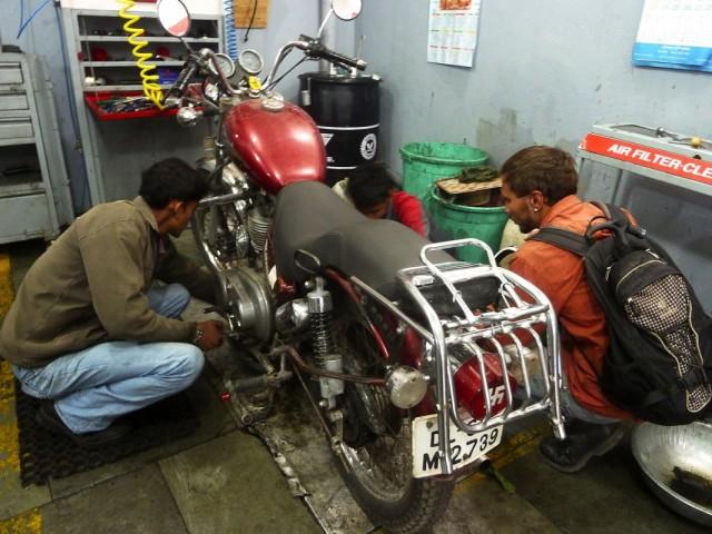 подготовка мотоцикла в манали