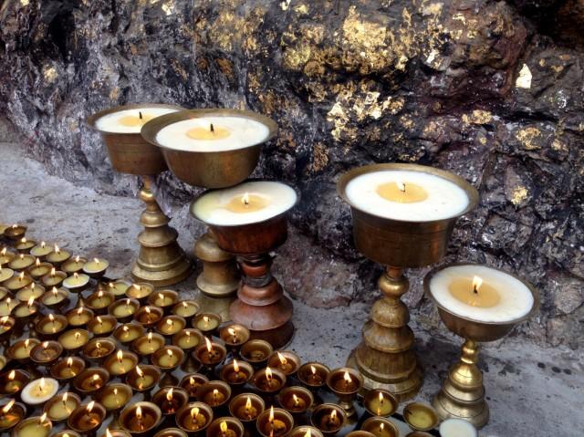 У пещеры Махакалы