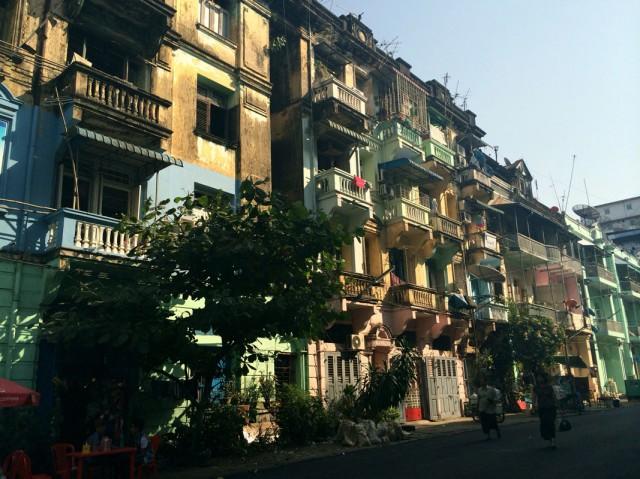 По Янгону 03