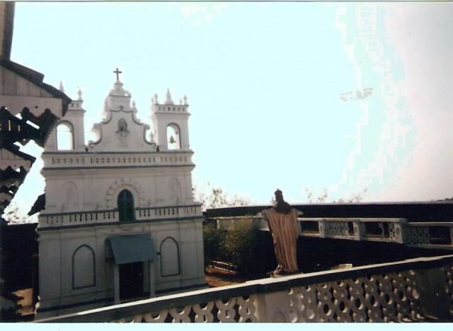 Церковь и отель внутри Крепости