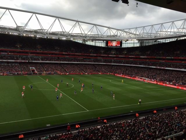 Арсенал играет с Челси. 65 тыс человек сходят с ума