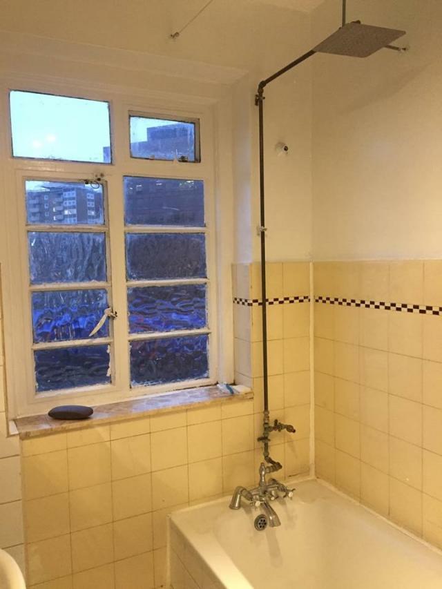 душевые все разные, от полноценных ванных, до душевых кабин. Все поддерживается в чистом работающем состоянии.