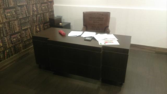 Рабочий стол Свати. Я за ним тоже домашку делаю