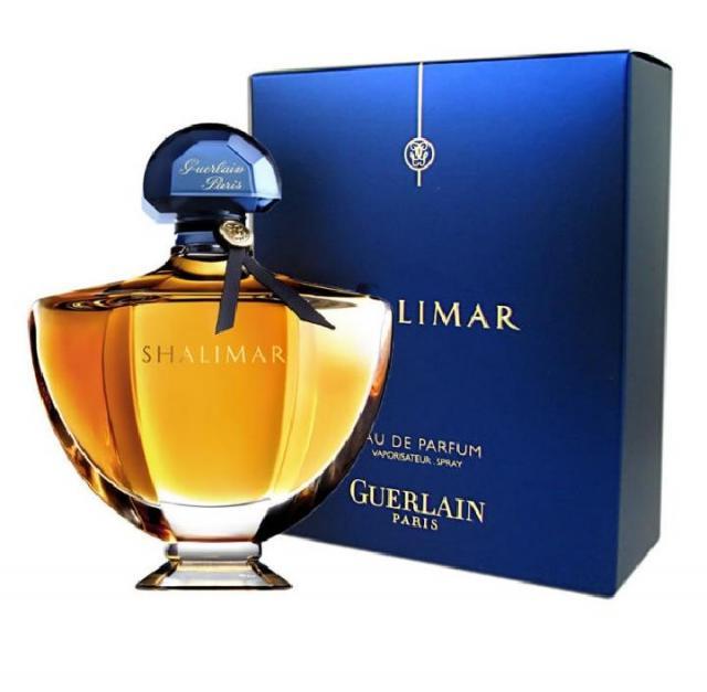 Shalimar, Guerlain. Назван в честь роскошного сада в Шринагаре. Он был создан в 1925 году, но до сих пор его можно найти во всех парфюмерных магазинах.
