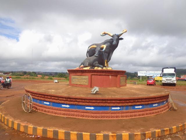 Монумент в центре