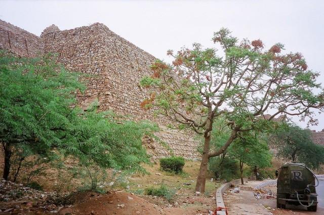 Стены (Фото из свободной энциклопедии)