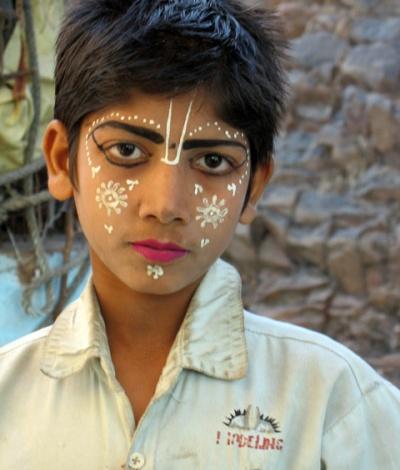 Через полчаса этот деревенский мальчик превратится в Кришну, или сам Кришна воплотится в нем. Моя любимая фотка.
