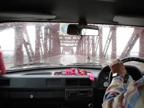 Дорога в Рамнагар по мосту через реку