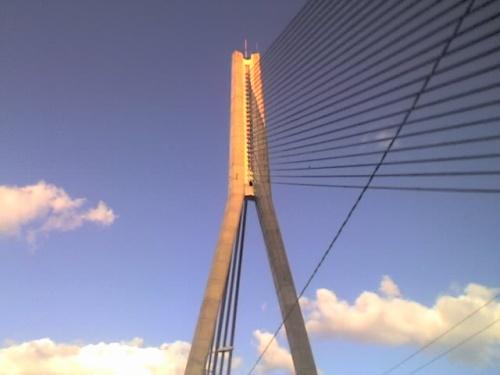 Вантовый мост-самый центр города...