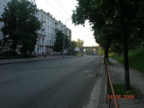 Почти пустынная улица