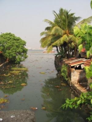 Город окружён водой