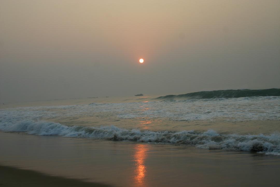 восход солнца в океане фото