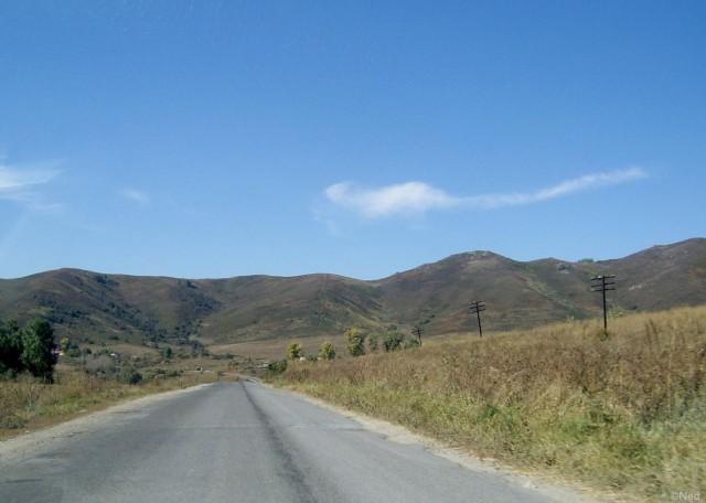 скоро эти горы пробьет новая дорога