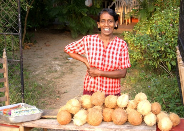 Торгуют кокосами