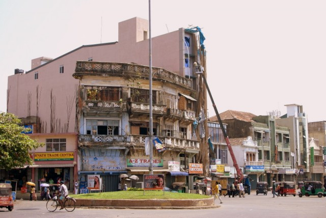 Старое  здание может  рассказать о Серендибе и Синдбаде –мореходе