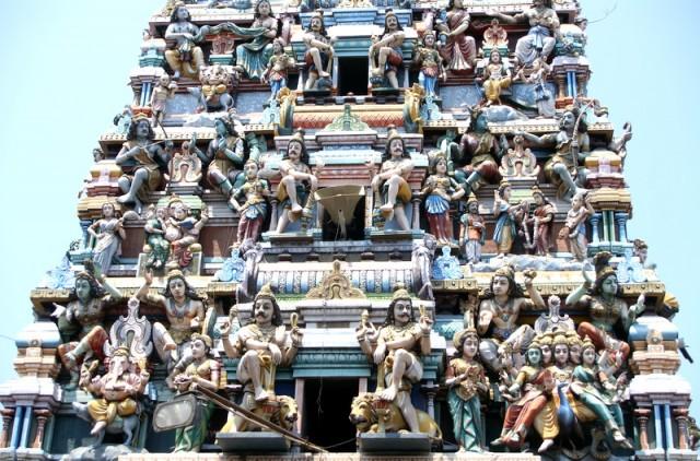 Отличительной чертой индуистского храма является присутствие мурти, которому посвящён храм