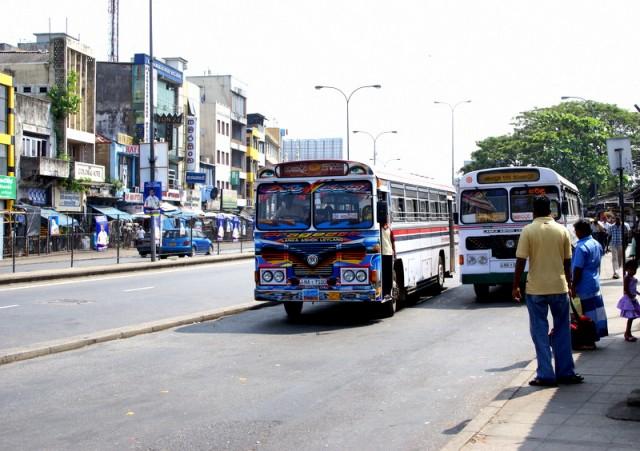 Автобусы – это короли ланкийских дорог