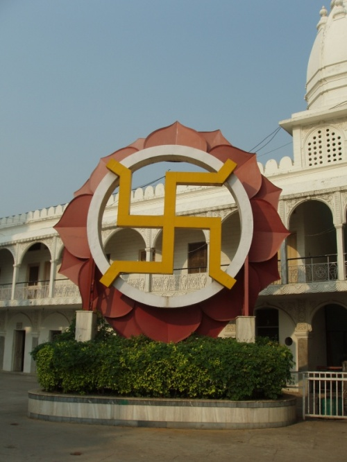 Дели. Чаттарпур