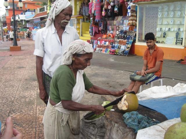 Каждое утро они нас поили кокосовым эликсиром.