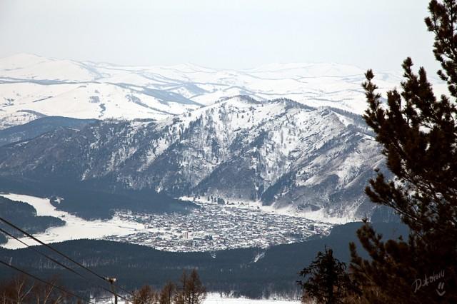 Село Манжерок, в котором проживает около 2000 жителей, основано в 1850-х гг. у подножия горы Малая Синюха